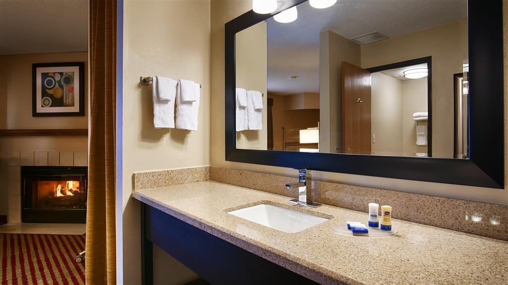 Best Western Germantown Inn - Guest Bathroom