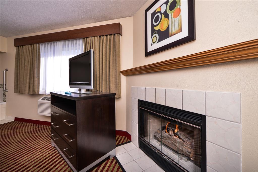 Best Western Germantown Inn - King Suite - Whirlpool - Fireplace