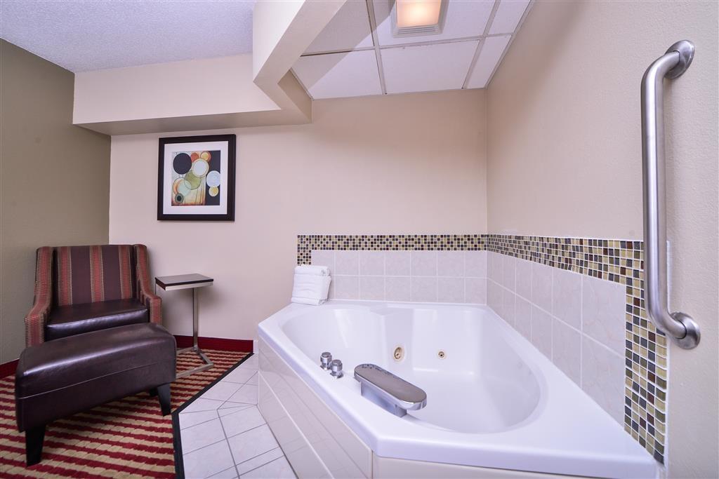 Best Western Germantown Inn - King Suite - Whirlpool