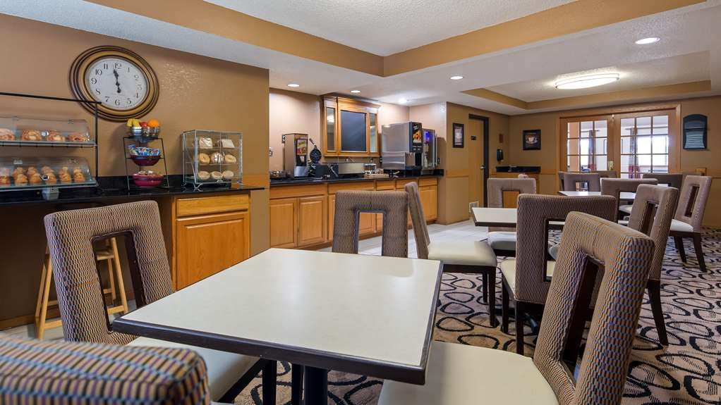 Best Western Germantown Inn - Enjoy a balanced breakfast with options for everyone.