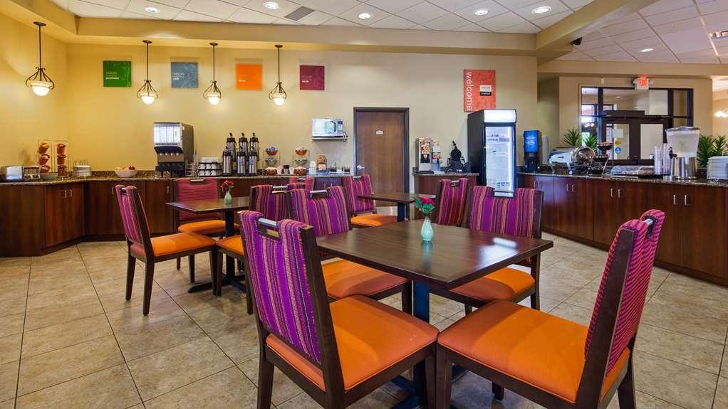 Best Western Plus Campus Inn - Delicious breakfast served in breakfast room!