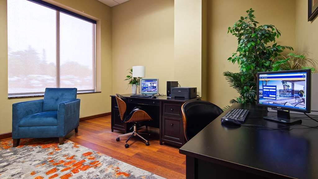 Best Western Plus Campus Inn - Business Center