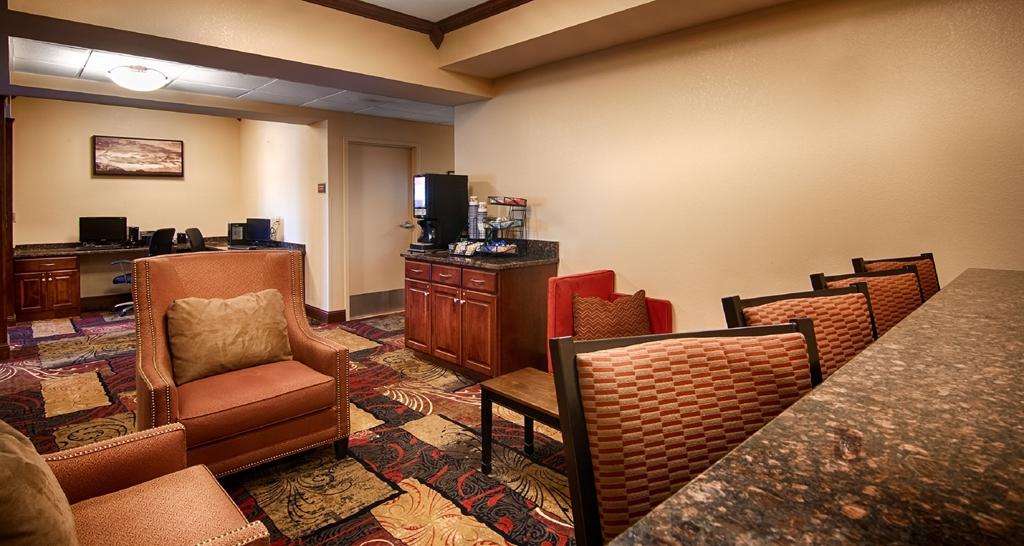 Best Western Plus Wausau-Rothschild Hotel - Lobby