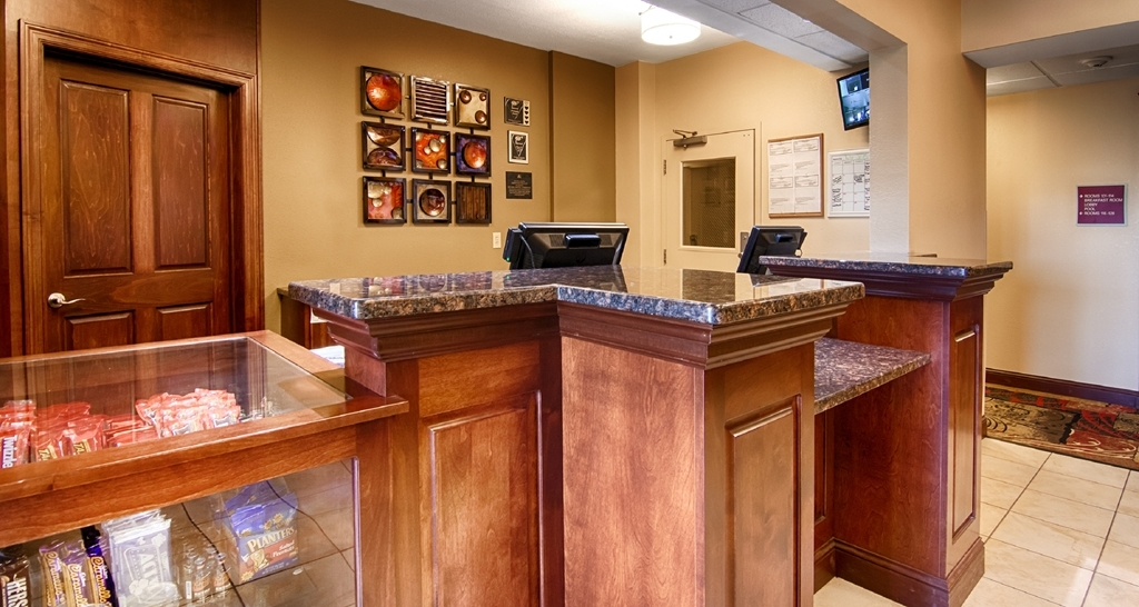 Best Western Plus Wausau-Rothschild Hotel - Front Desk