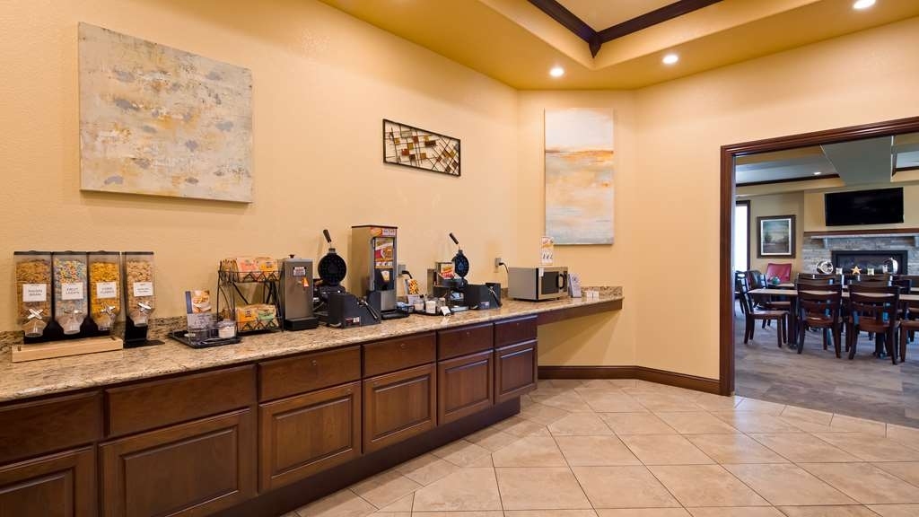 Best Western Plus Wausau-Rothschild Hotel - Enjoy a balanced and delicious breakfast with choices for everyone.