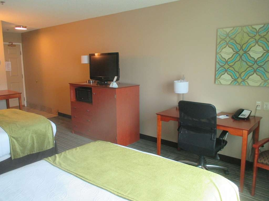 Best Western Plus Menomonie Inn & Suites - Double Queen Guest Room