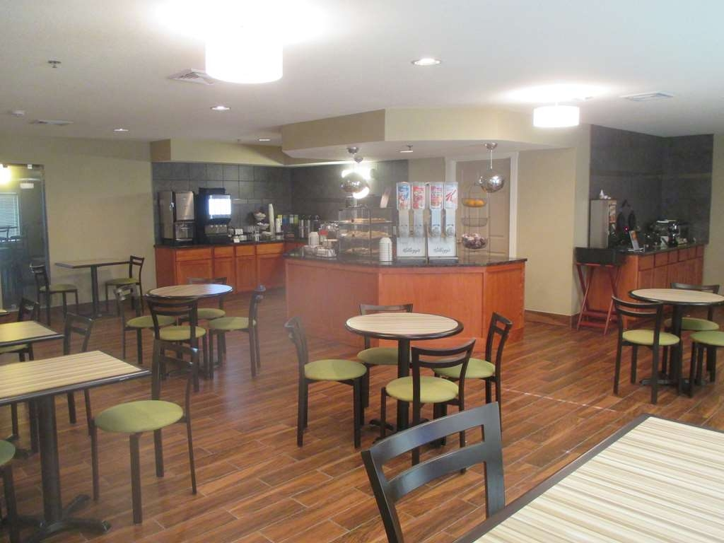Best Western Plus Menomonie Inn & Suites - Breakfast Area