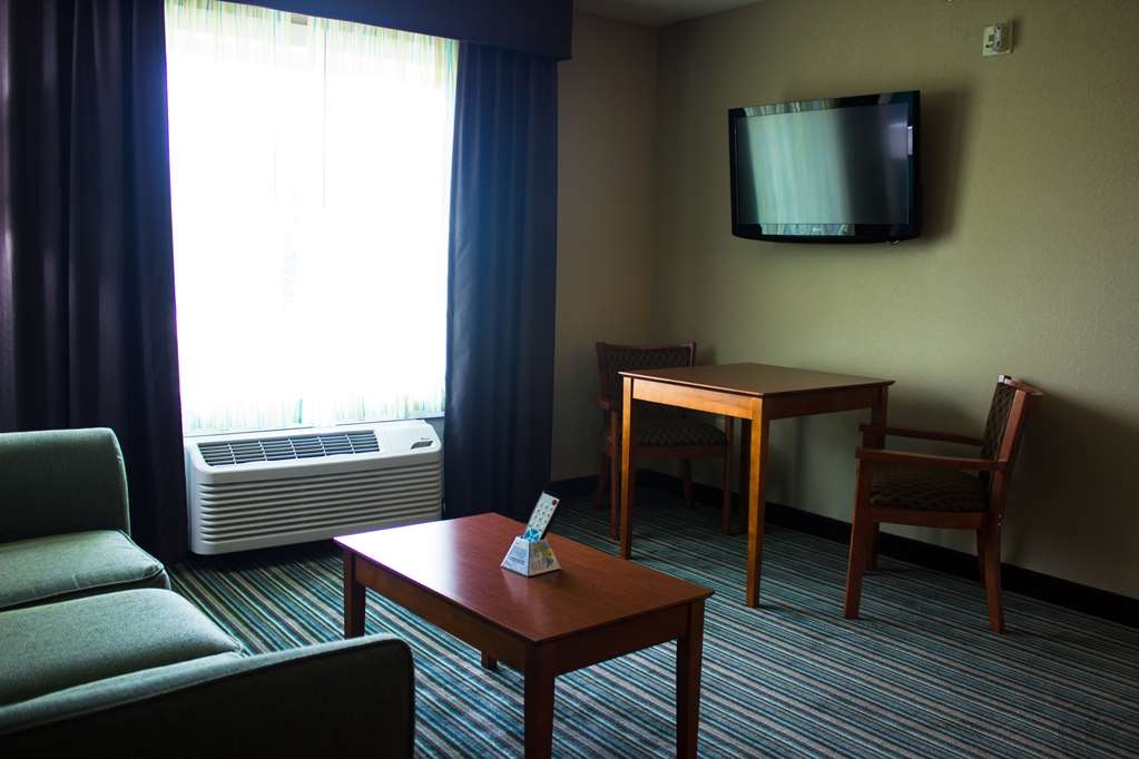 Best Western Plus Menomonie Inn & Suites - Suite