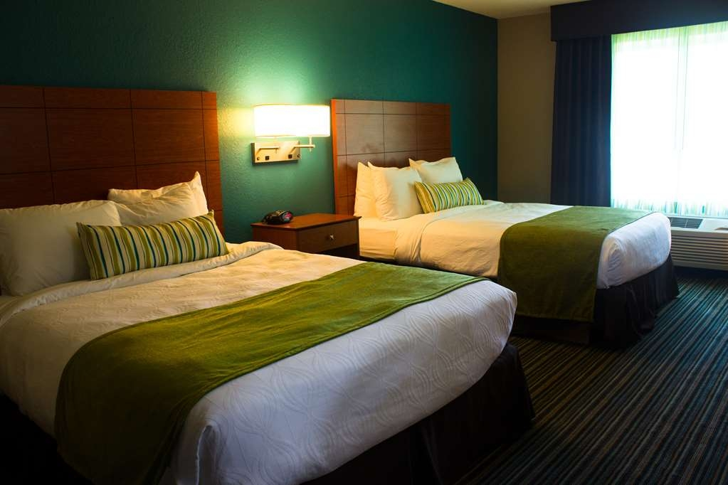 Best Western Plus Menomonie Inn & Suites - Two Queen Beds