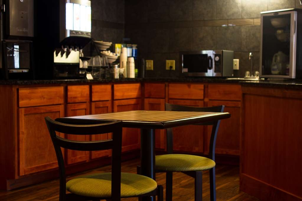 Best Western Plus Menomonie Inn & Suites - Breakfast Room