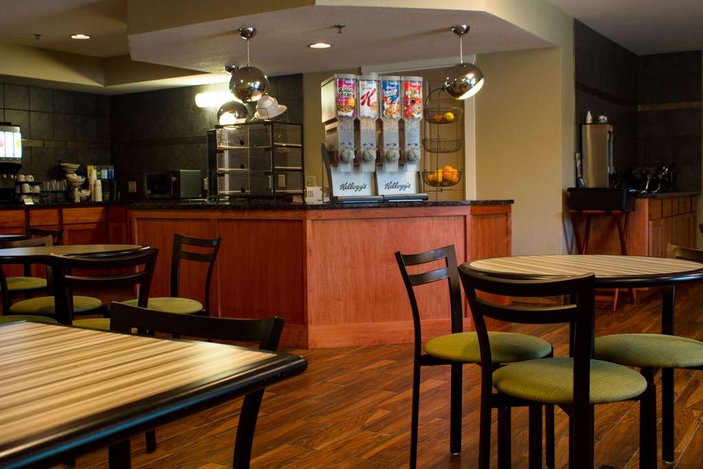 Best Western Plus Menomonie Inn & Suites - Breakfast Room Expanded View