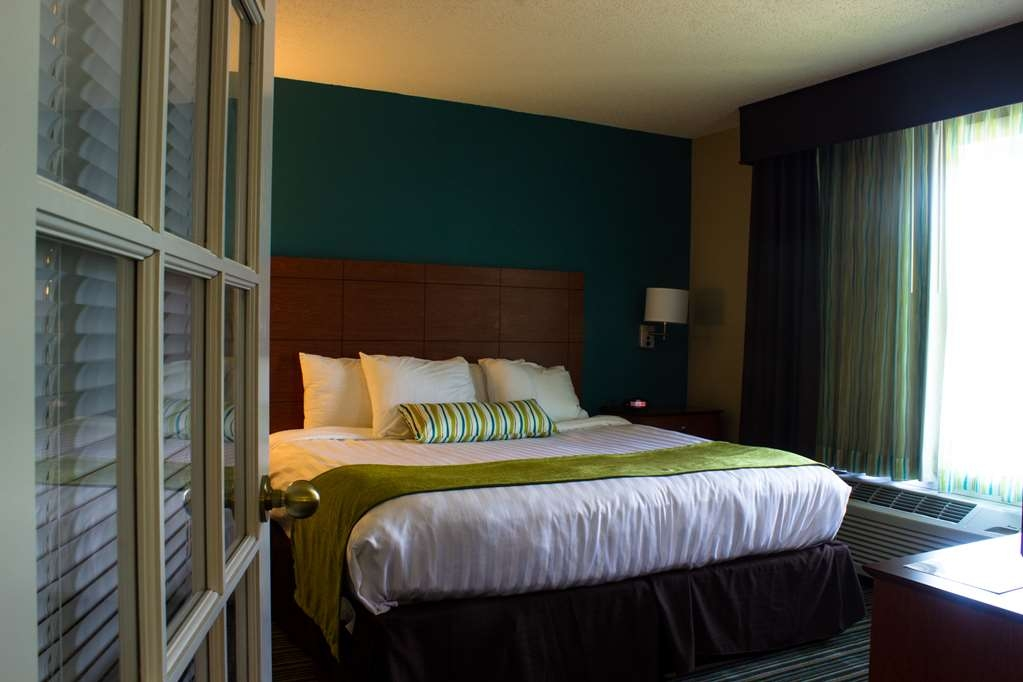 Best Western Plus Menomonie Inn & Suites - Extended Stay Bedroom