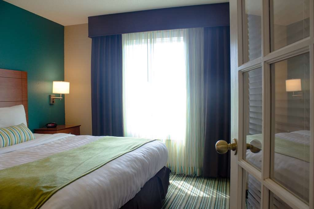 Best Western Plus Menomonie Inn & Suites - One Bedroom Bed Area