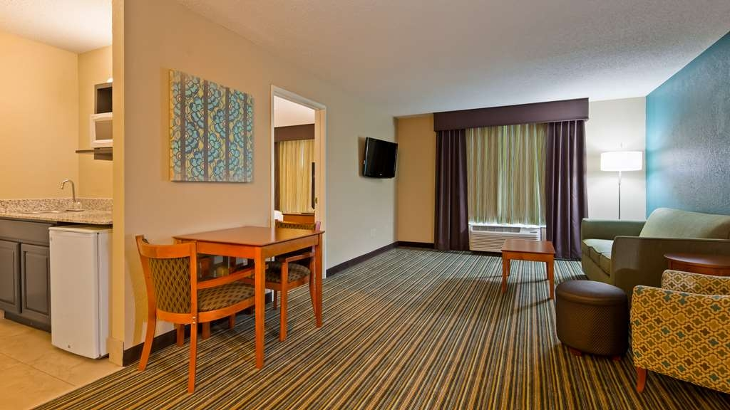 Best Western Plus Menomonie Inn & Suites - guest room