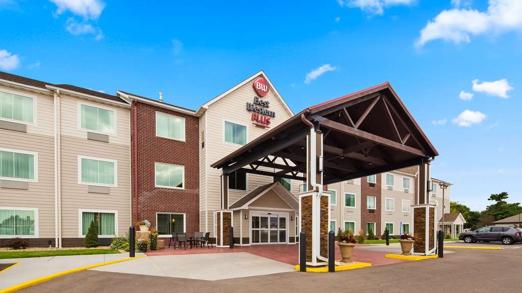 Best Western Plus Menomonie Inn & Suites - Vista Exterior