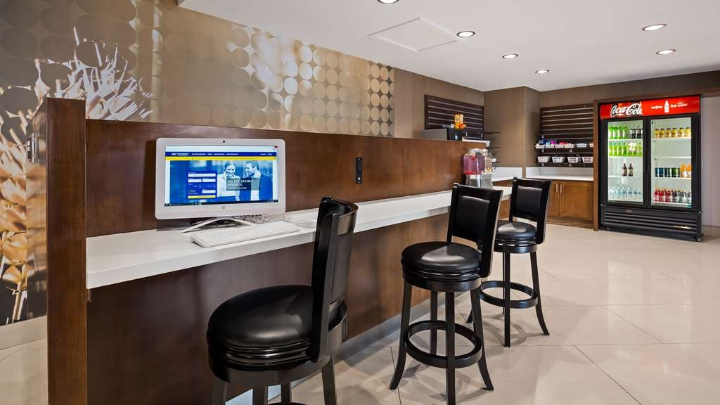 Best Western Premier Milwaukee-Brookfield Hotel & Suites - Stay productive during your time away from home in our business center.