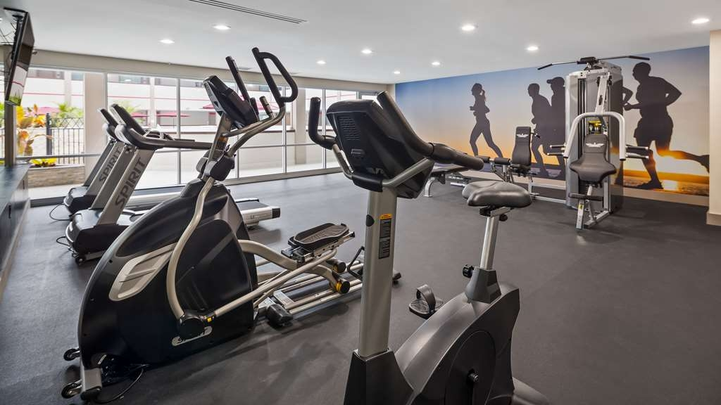 Best Western Premier Milwaukee-Brookfield Hotel & Suites - Stay active in our fitness center with a variety of equipment.