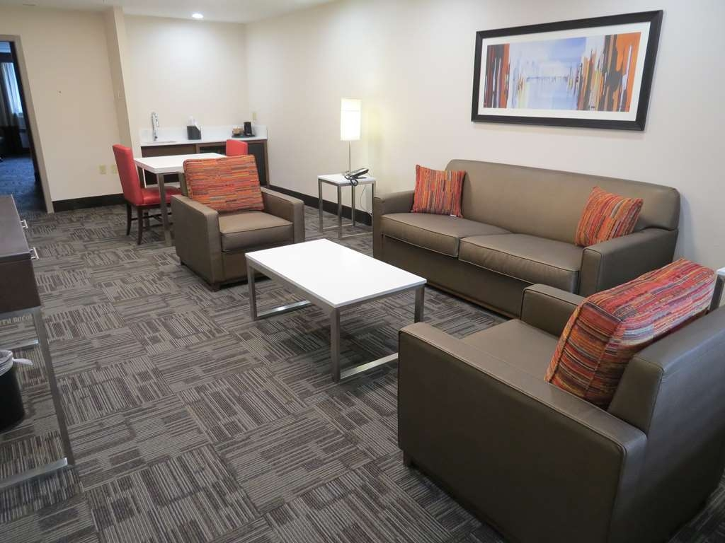 Best Western Premier Milwaukee-Brookfield Hotel & Suites - Mobility Accessible Suite with Two Queen Size Beds Living Room