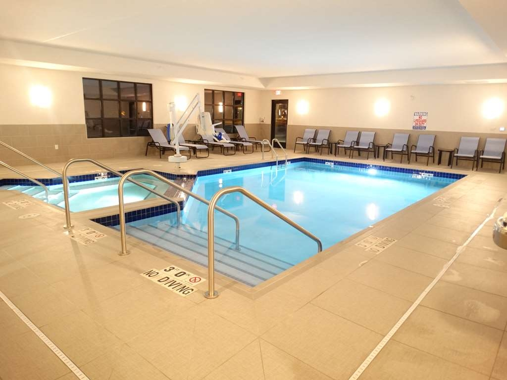 Best Western Plus New Richmond Inn & Suites - Piscina