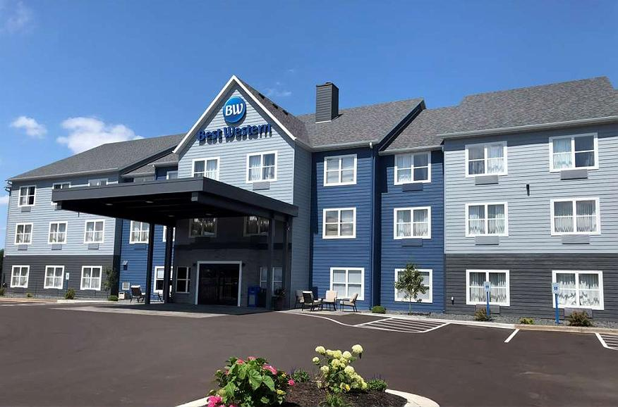 Best Western Eau Claire South - You can't miss our hotel with our bright new exterior! We hope to see you soon!