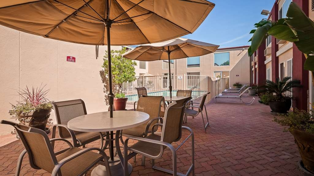 Best Western Canoga Park Motor Inn - Patio