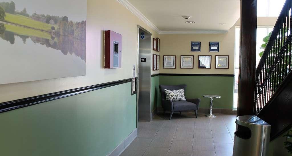 Best Western Canoga Park Motor Inn - Hotel Interior by elevator