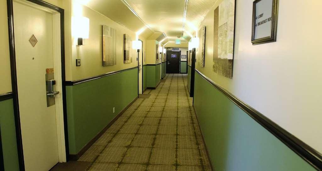 Best Western Canoga Park Motor Inn - Hotel Hallway