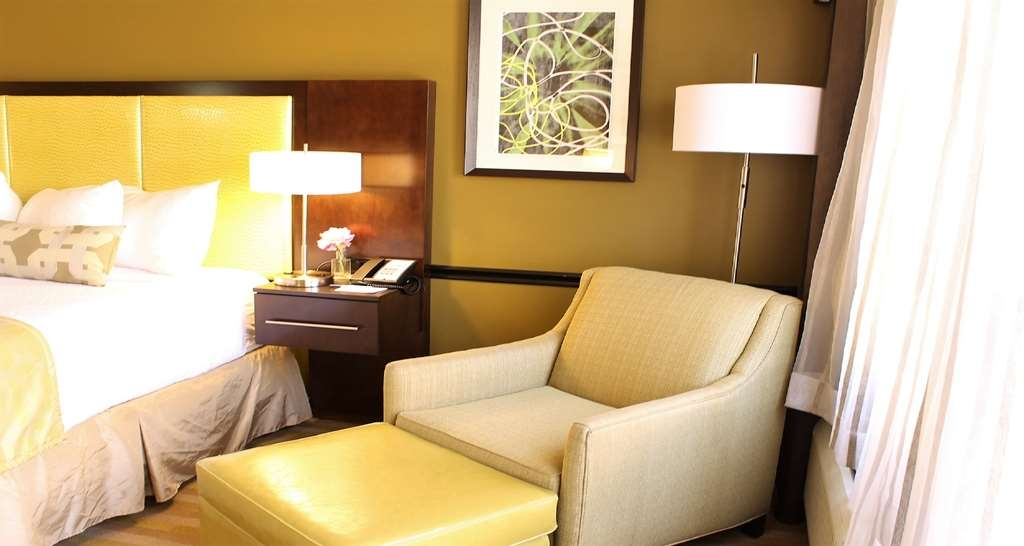 Best Western Canoga Park Motor Inn - King Poolside Guest Room