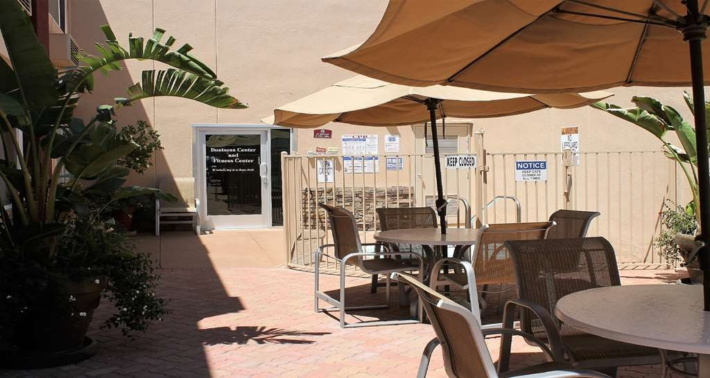 Best Western Canoga Park Motor Inn - Patio by Hot Tub