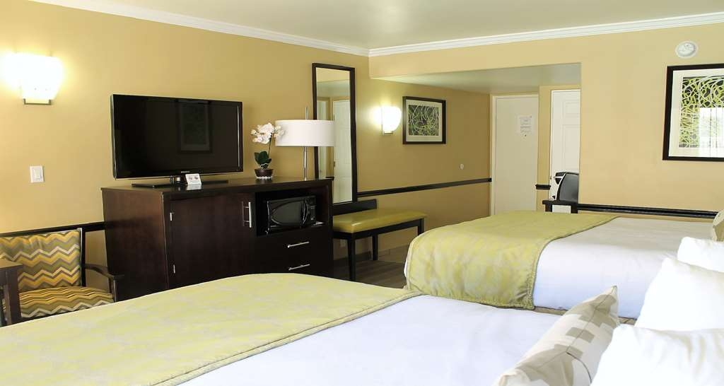 Best Western Canoga Park Motor Inn - Queen Poolside Guest Room