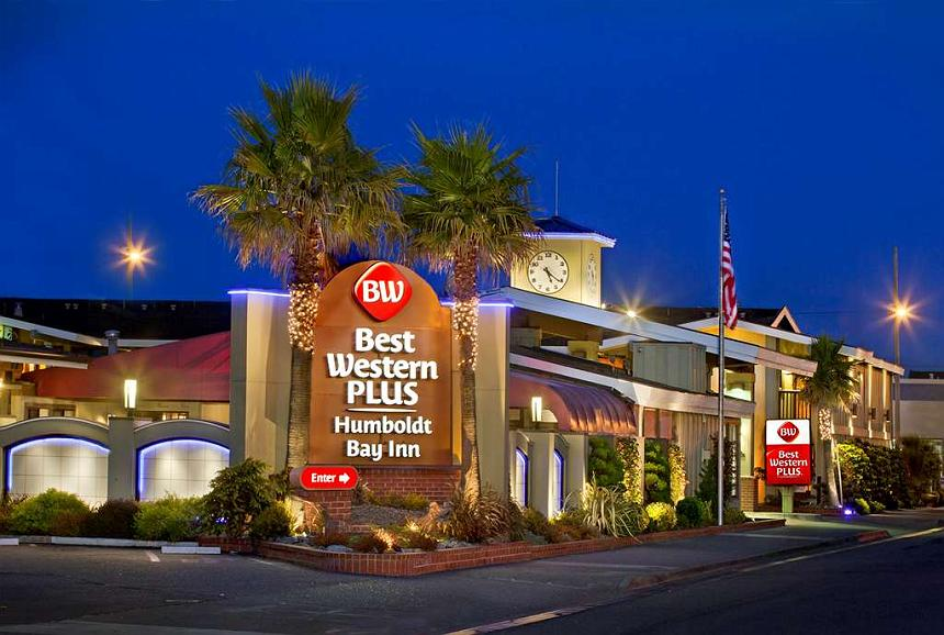 Best Western Plus Humboldt Bay Inn - Exterior view of our main entrance to our hotel