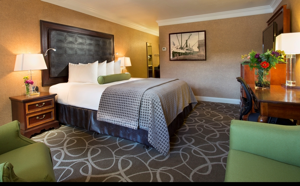 Best Western Plus Humboldt Bay Inn - Your comfort is our first priority. In our Deluxe King Room, you will find that and much more.