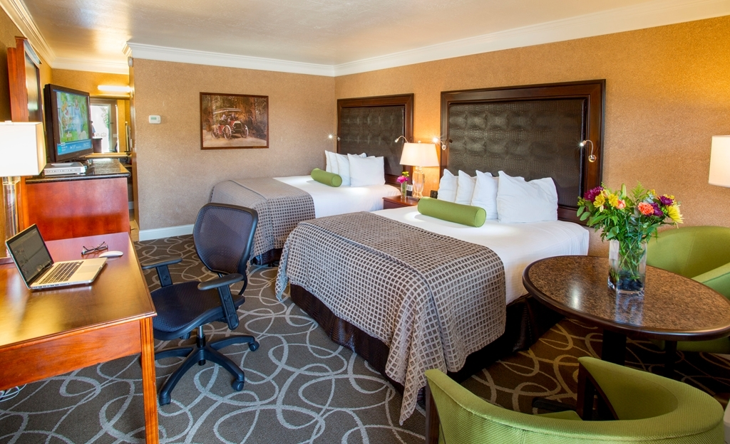 Best Western Plus Humboldt Bay Inn - Upgrade yourself to our Deluxe Two-bed Queen Room for added comfort during your stay.