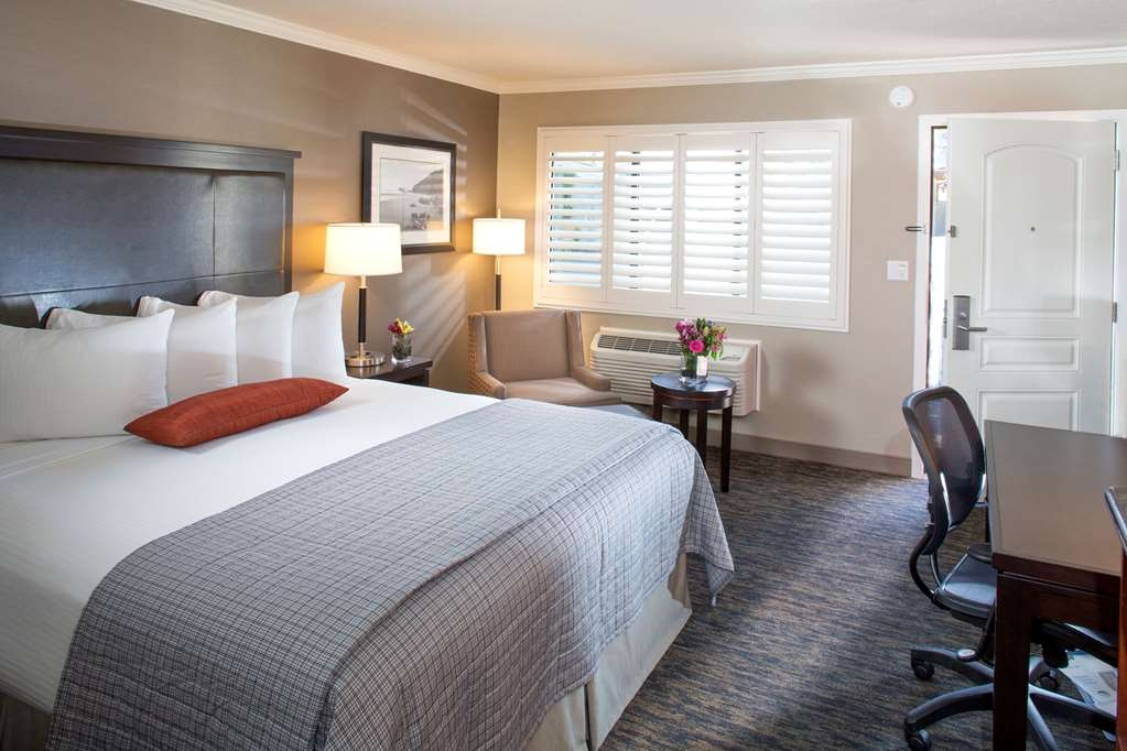 Best Western Plus Humboldt Bay Inn - Our newly renovated standard Standard King Guest Room offers the comforts of home with a few added amenities that will make your stay extra special.