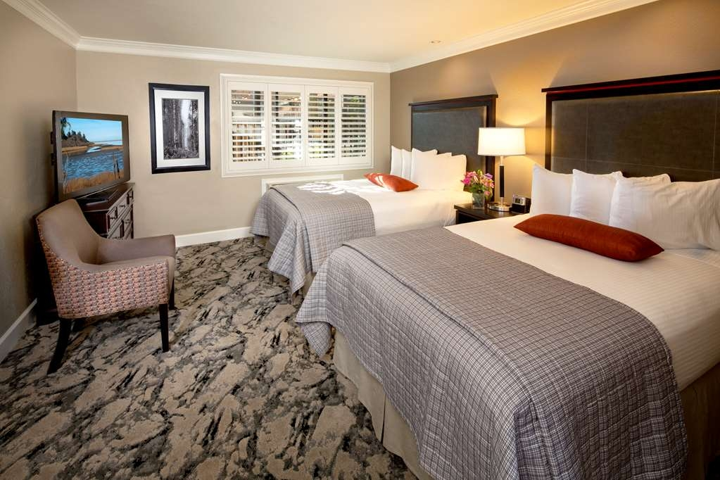 Best Western Plus Humboldt Bay Inn - Two bedded room with two California double size beds