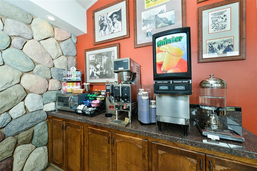 Best Western Plus Frontier Motel - Sit down and enjoy the morning news while sipping a cup of coffee or juice.