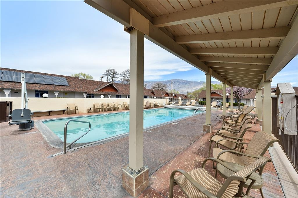 Best Western Plus Frontier Motel - Whether you want to relax poolside or take a dip, our outdoor pool area is the perfect to unwind.