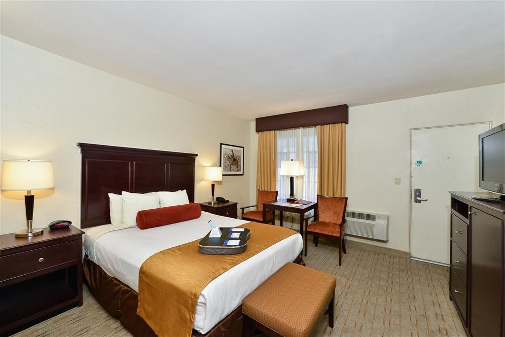 Best Western Plus Frontier Motel - Whether you're traveling for business or leisure, book our queen guest rooms.