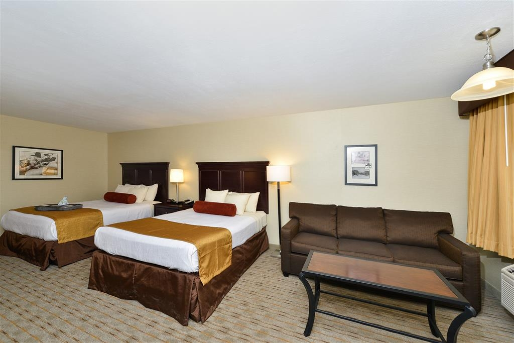 Best Western Plus Frontier Motel - Bring your whole family and book our deluxe guest room with two queen beds.