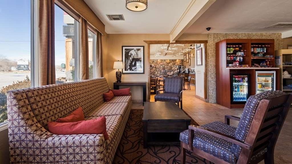 Best Western Plus Frontier Motel - Vista del vestíbulo