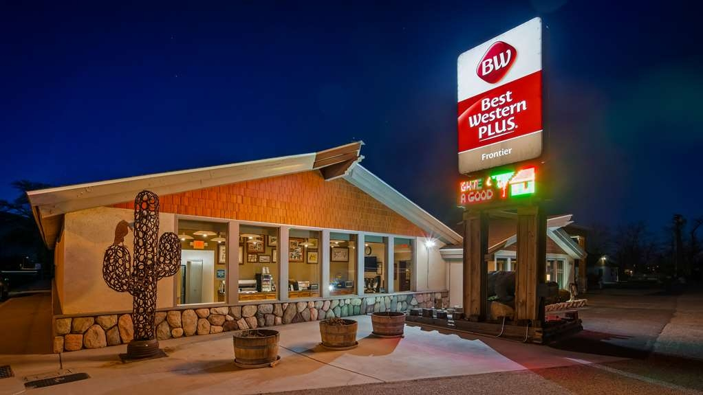 Best Western Plus Frontier Motel - Hotel Exterior at Night