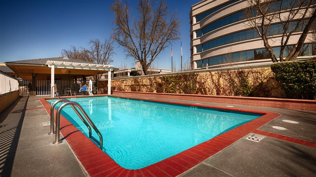 Best Western Town House Lodge - The outdoor pool is perfect for swimming laps or taking a quick dip.