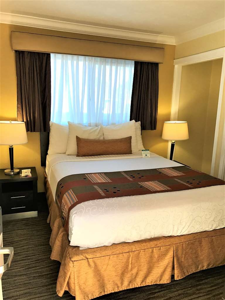 Best Western Park Crest Inn - two separate bed room, Second bed room