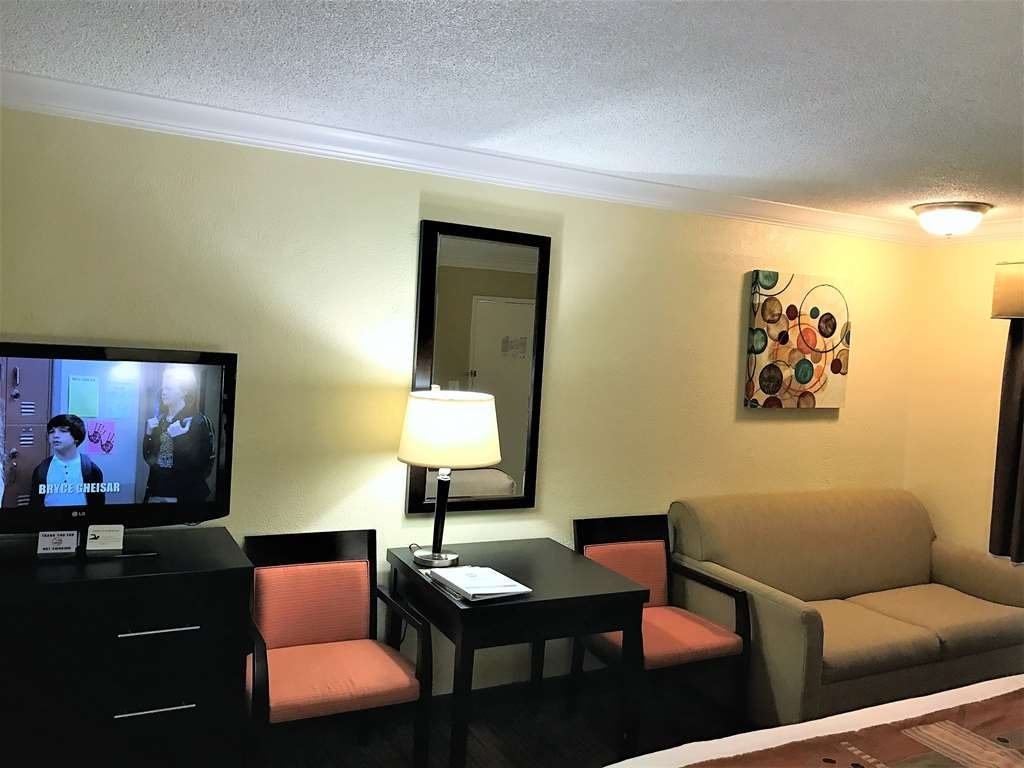 Best Western Park Crest Inn - Enjoy some extra sitting space with the Two king bed sofa.