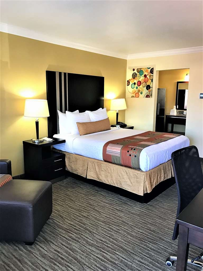 Best Western Park Crest Inn - Live in true luxury when you book a Queen Guest Room
