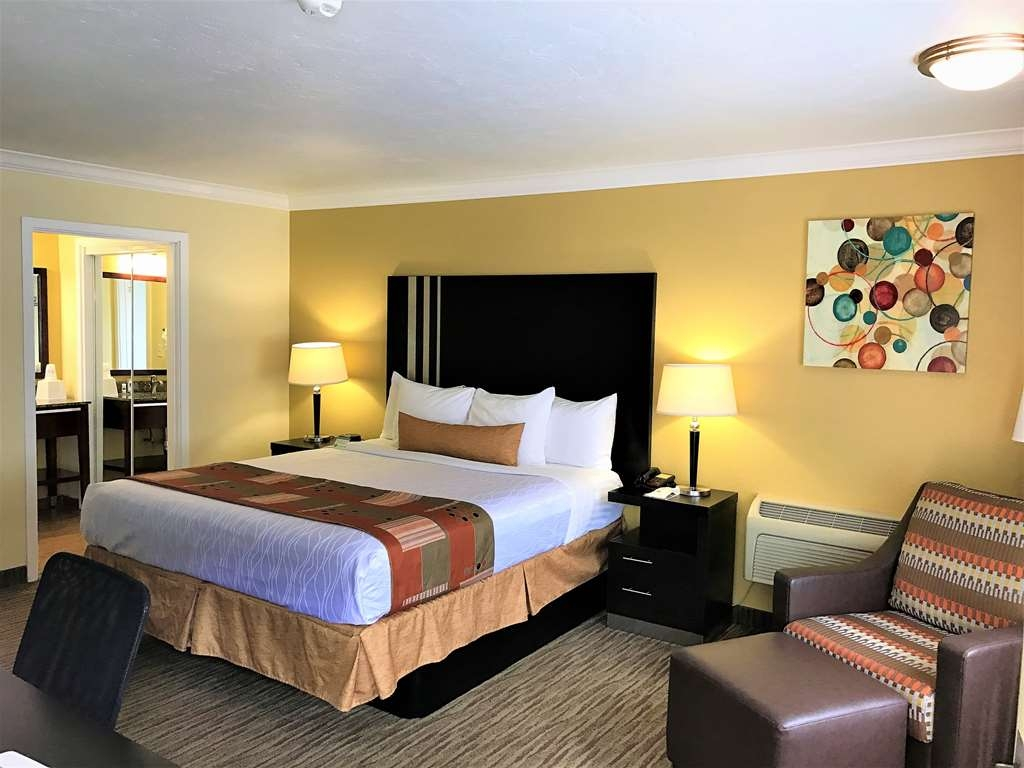 Best Western Park Crest Inn - Live in true luxury when you book a King Bed Guest Room
