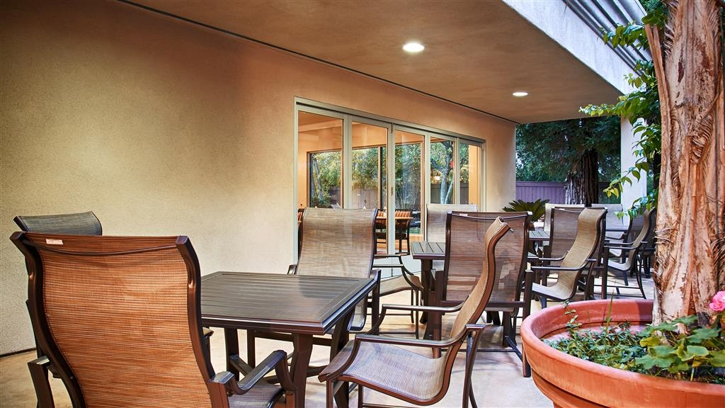 Best Western Plus Black Oak - Enjoy the nice evening in Paso Robles on our outside patio adjacent to the pool area and fitness room.