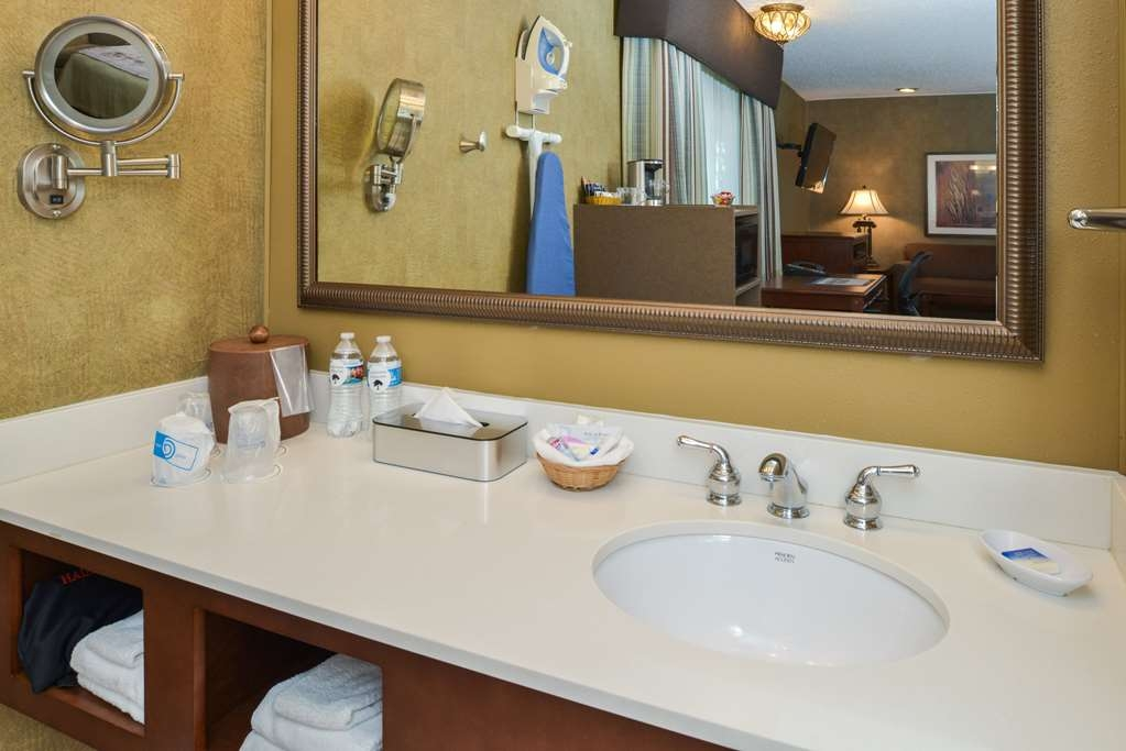 Best Western Plus Black Oak - Oversized vanity in superior rooms offers hairdryer, make up mirror plenty of towels and special bathroom touches
