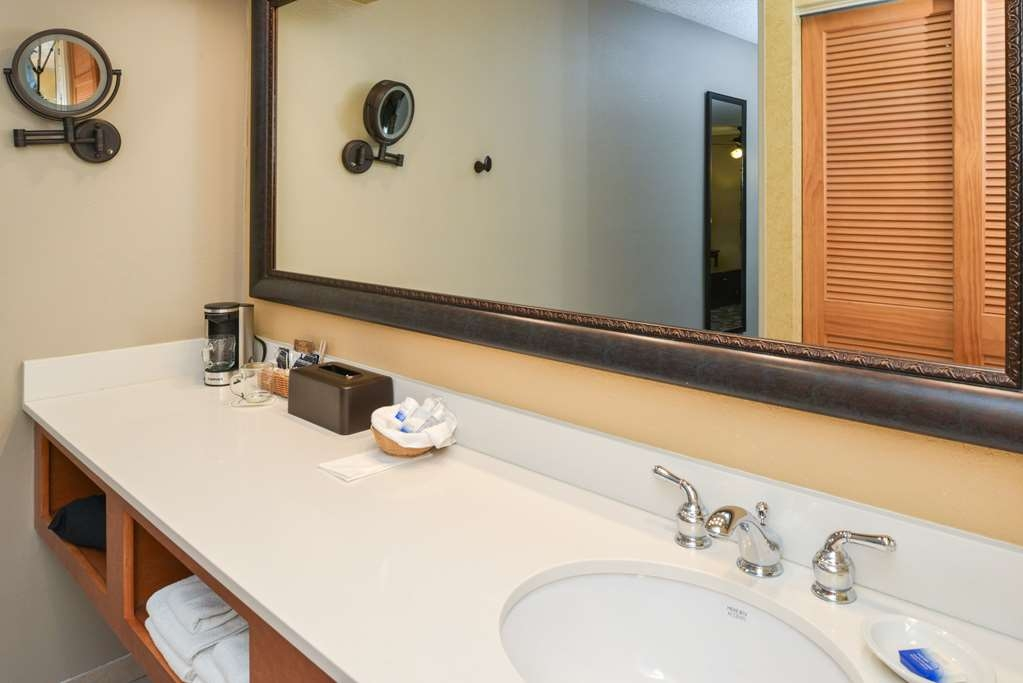 "Best Western Plus Black Oak - The long counter in the 2nd vanity area of the superior rooms gives plenty of space to ""make yourself at home""."