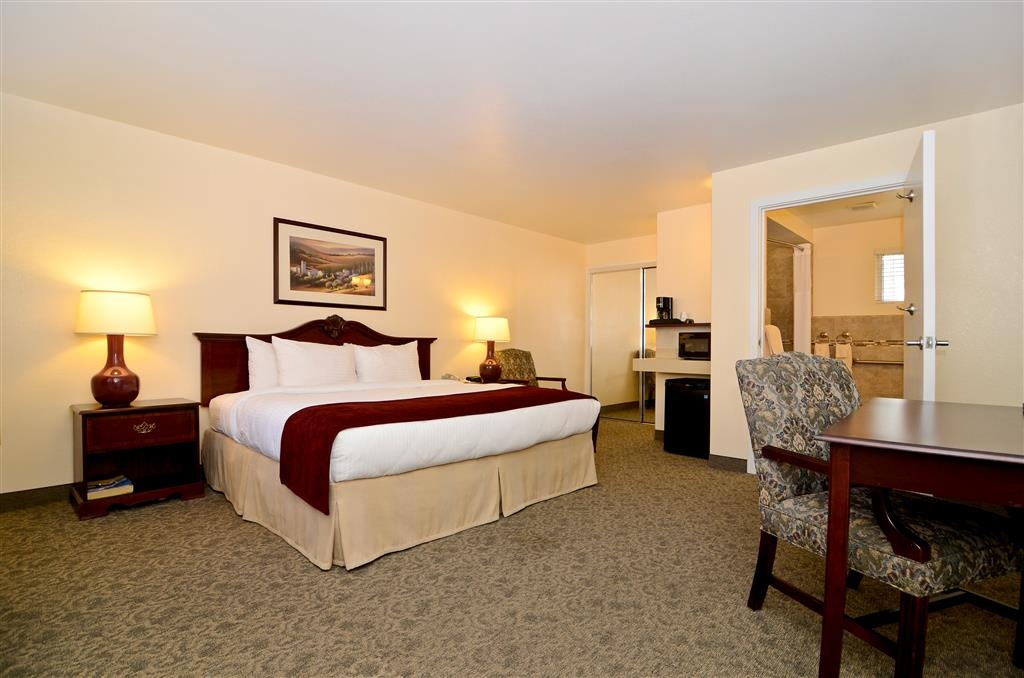 Best Western Petaluma Inn - We designed our mobility accessible rooms for easy wheelchair access.